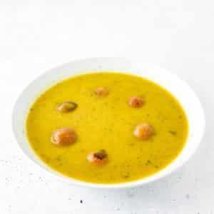 leckere Gemüsesuppe mit veganen Hackbällchen